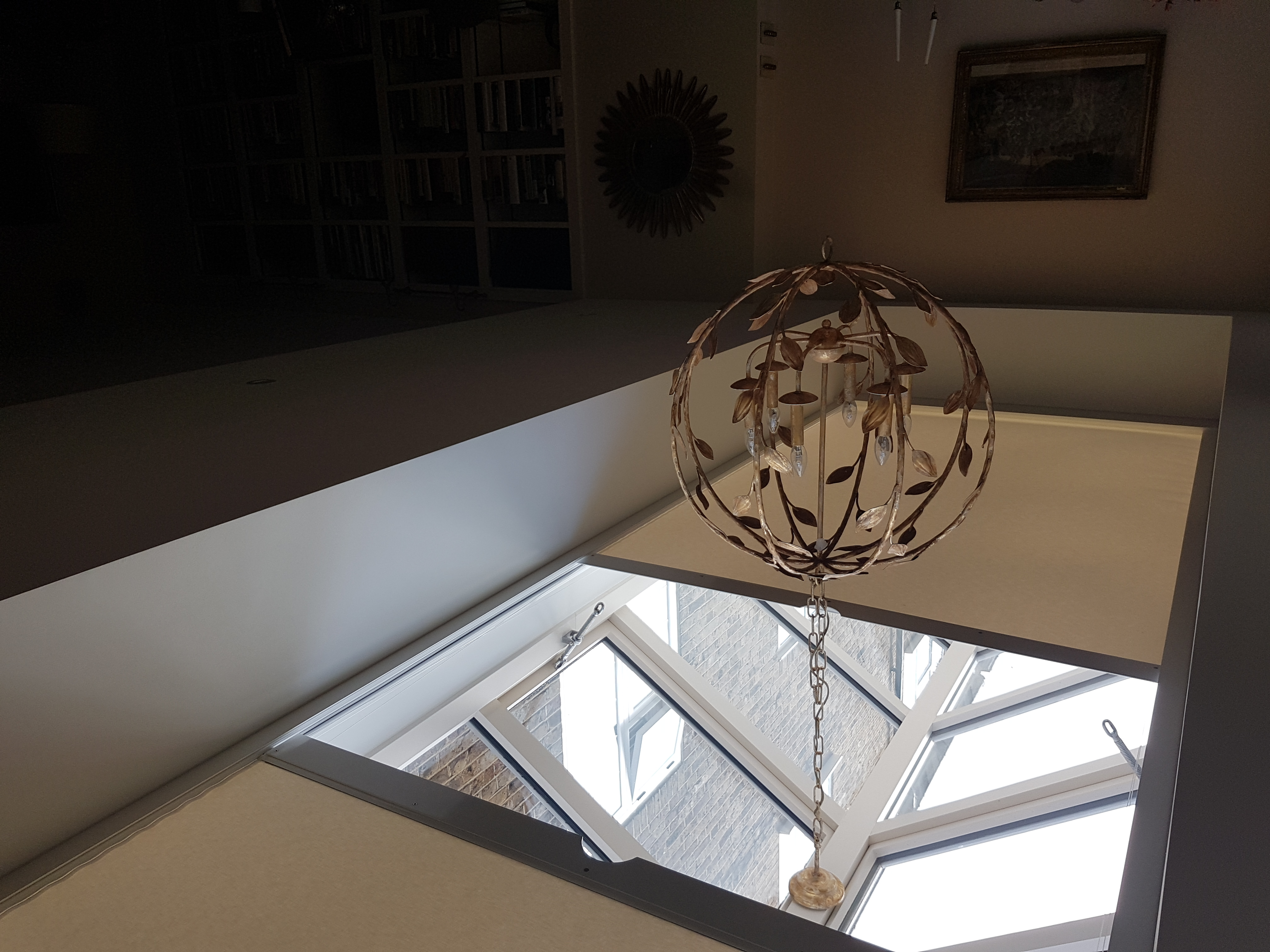 Lard roof lantern blinds that meet in the middle